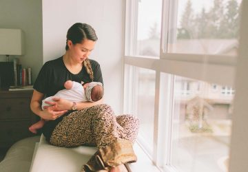 From the moment your baby is born you'll have visitors waiting to see you. Here's a few tips to help you deal with visitors after birth in the nicest way possible, while still looking after yourself and your babe.