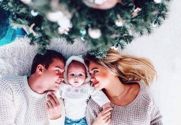 Christmas can seem overwhelming, especially with a new baby. But not only can you can survive Christmas with a newborn you can have an amazing time too.