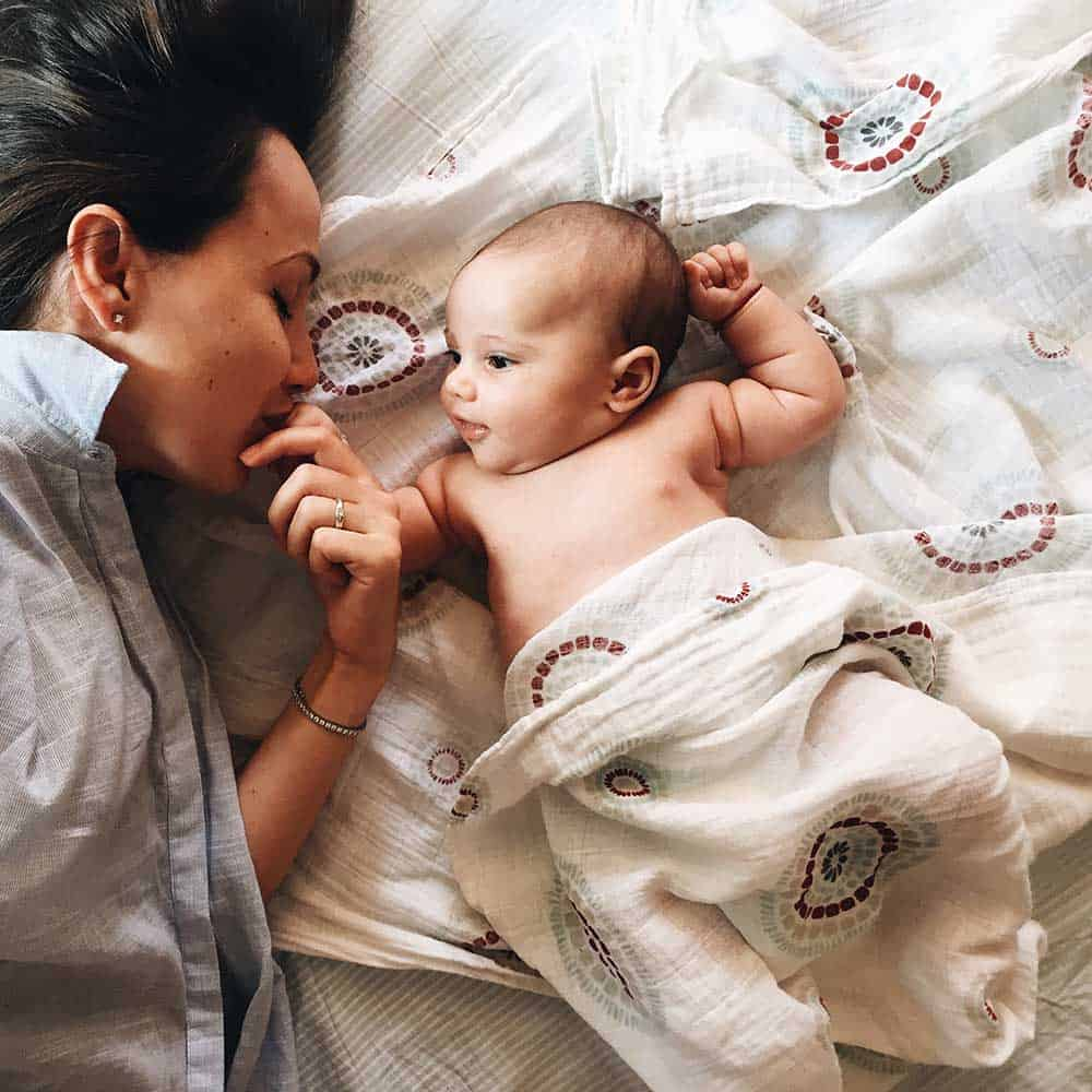 Know a woman who has a new baby and you don't know what to do to help? There are so many ways you can help a mom with a newborn, these will get you started.