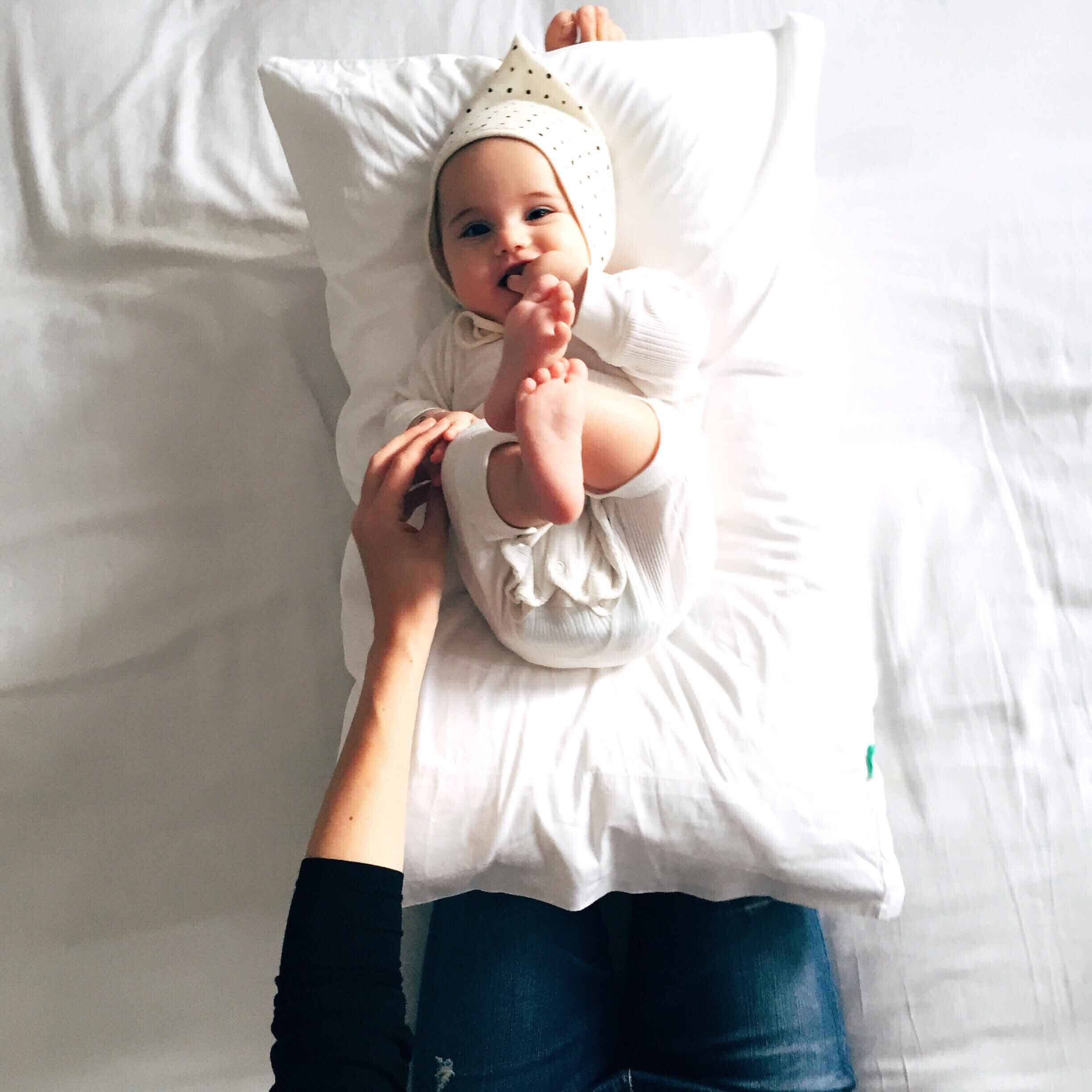 Pumping breastmilk is a skill and takes a little time to master. It can be difficult if you're not quite sure what you're doing or if you haven't had the right support. Here's some tips for how you can make pumping breastmilk easier (and more effective).