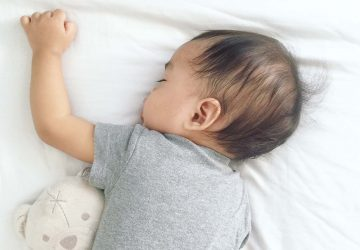 Confused by all the stories about what is and isn't safe for your baby's sleep? Here's the REAL safe sleeping information parents need to know. Exactly what you need to help your baby sleep safely (and to help you keep your sanity as a new mother too!)