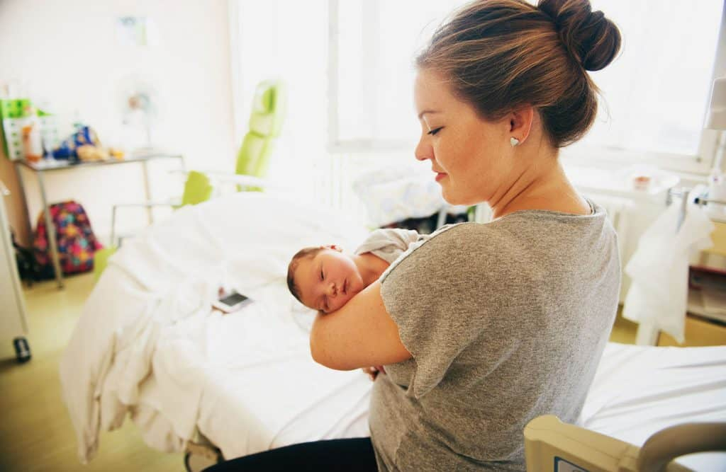 You may have heard it before, that delayed cord clamping can cause jaundice - but is that really true? And does that mean you should avoid delayed cord clamping when your baby is born? Here's what you need to know.
